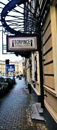 Borpince - quán ruuwouj vang và nhà hàng Hungari